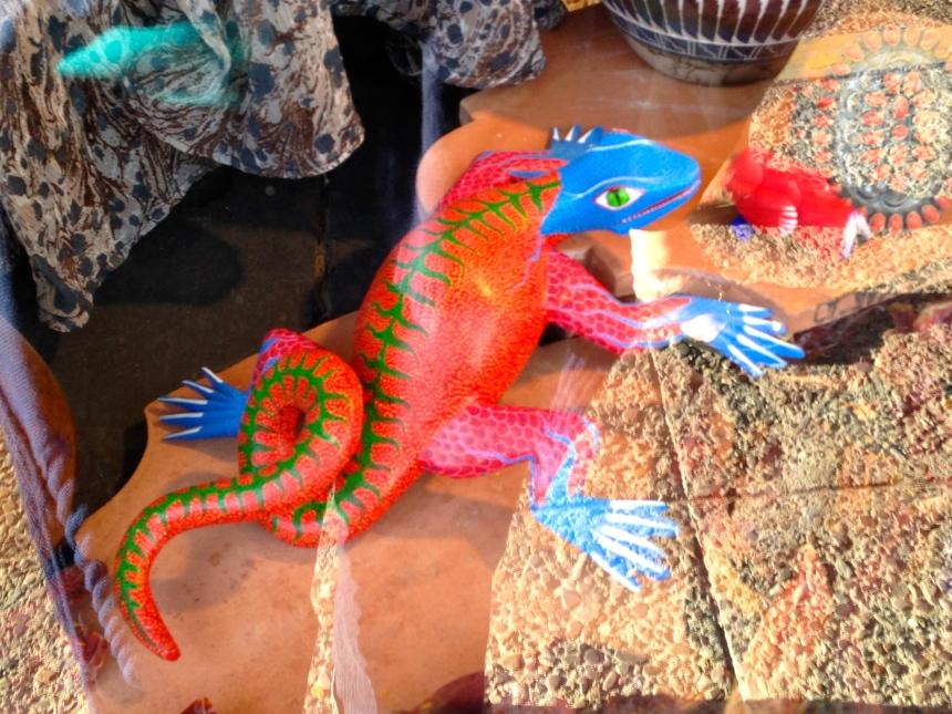 Store window lizard, Santa Fe